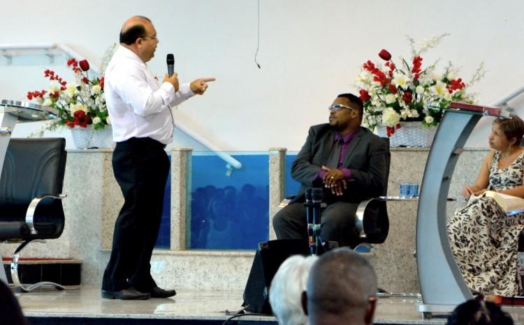 24 Pr. Moacyr veio da PIB de Itambi para pregar na consagracao de Edison